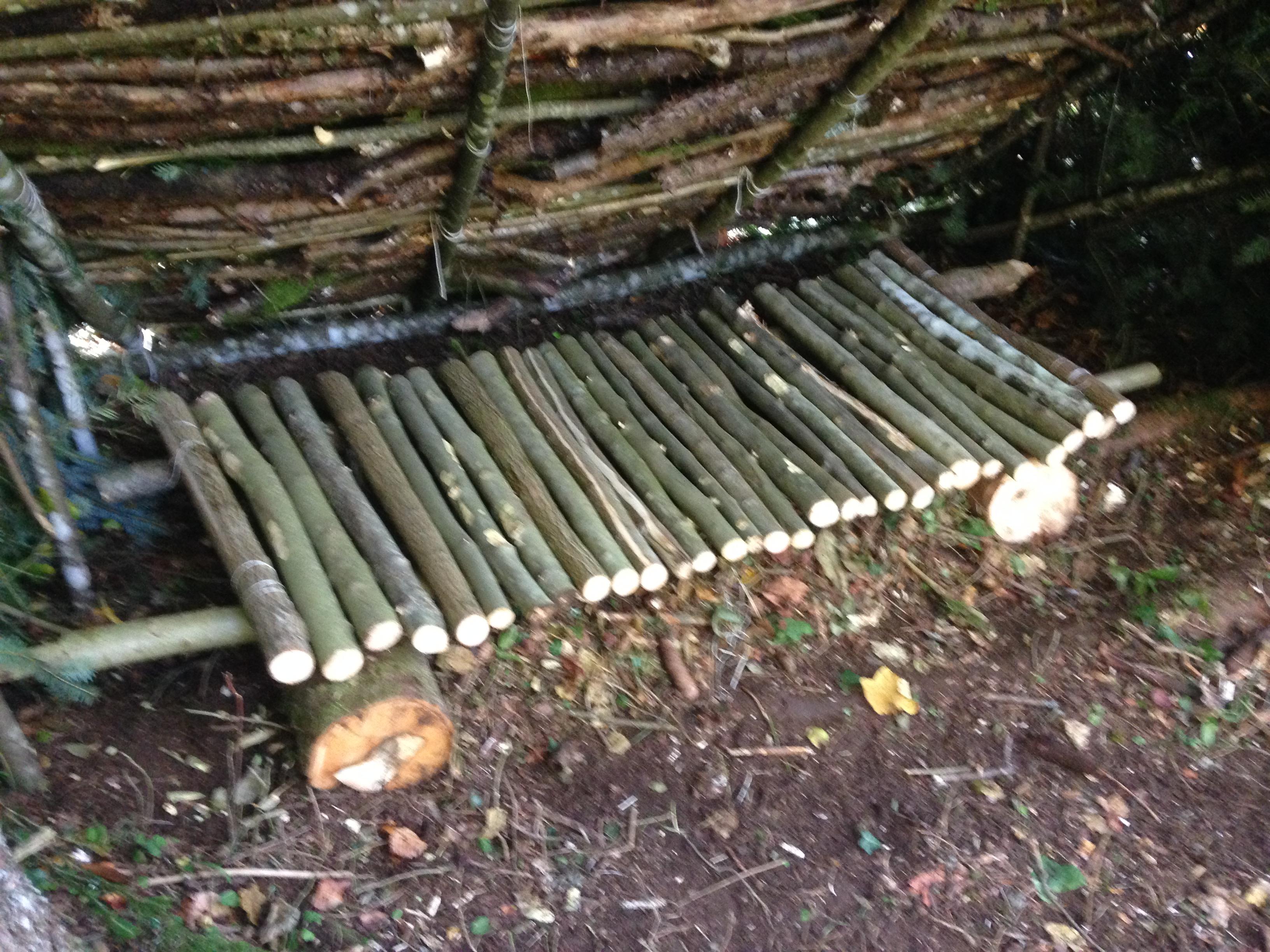 Comment fabriquer un lit pour un campement – Bushcraft